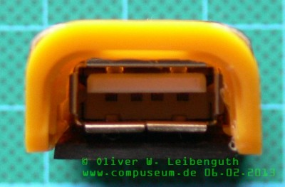 Touchpad Ladeadapter USB-Stick Rückseite