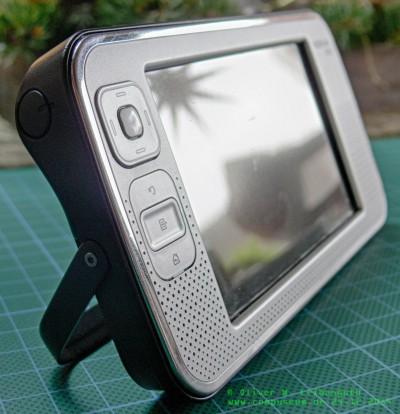 Nokia N800 stehend